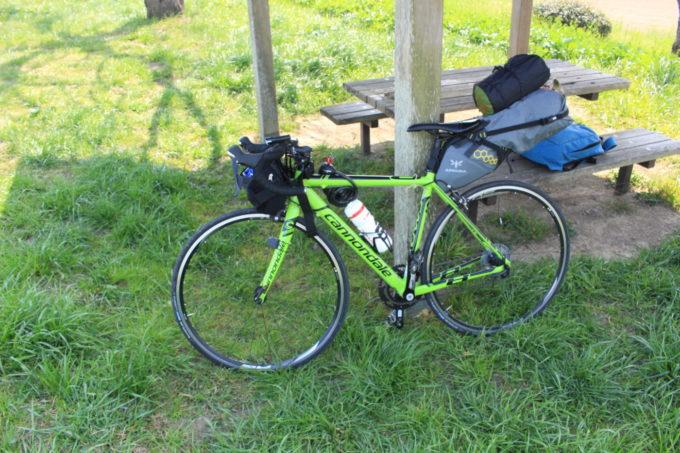 自転車キャンプはバックパックとサドルバッグで十分積める