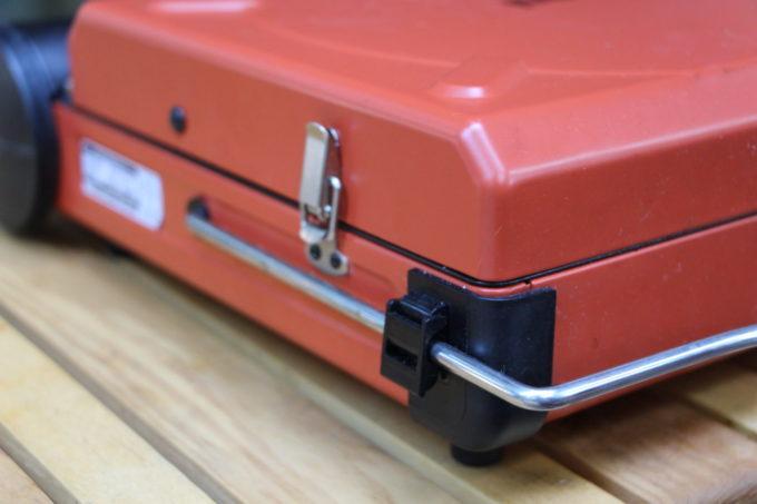 カセットフーマーベラスのトップカバーにはロックが付いている