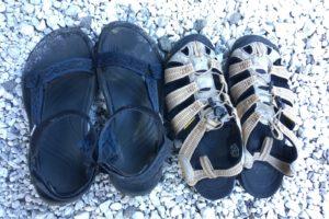 夏のキャンプで使うサンダルは?KEENとTevaを比較レビューしてみる。