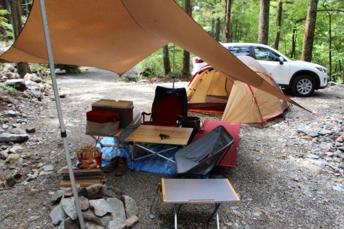 キャンプ用のは複数使い用途を分けたり同じ高さのテーブルを繋げて使うといい