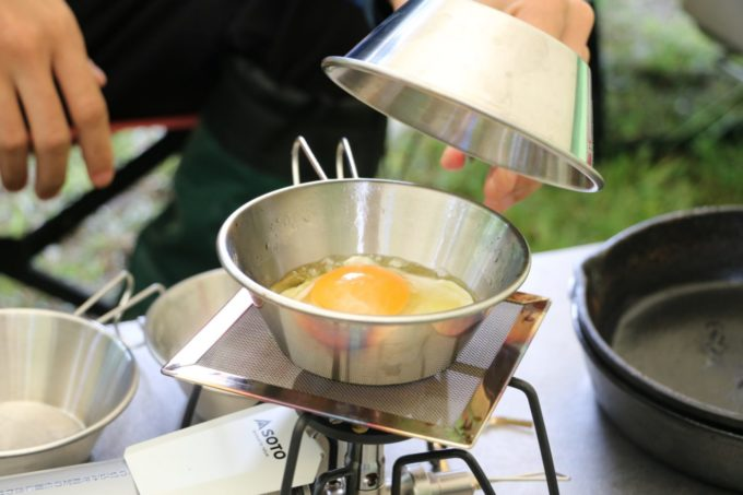 シェラカップは火にかけられるので調理もできる