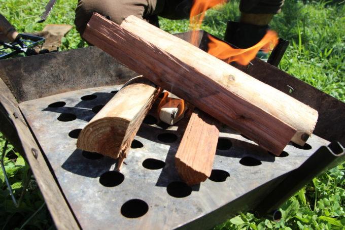 ロゴスの防水ファイヤーライターはコンパクトで防水、湿気ないので着火剤の最適解になりそう。