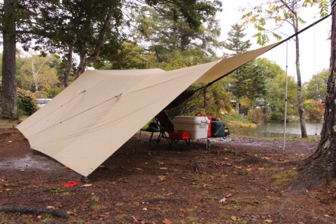 雨キャンプのタープの張り方