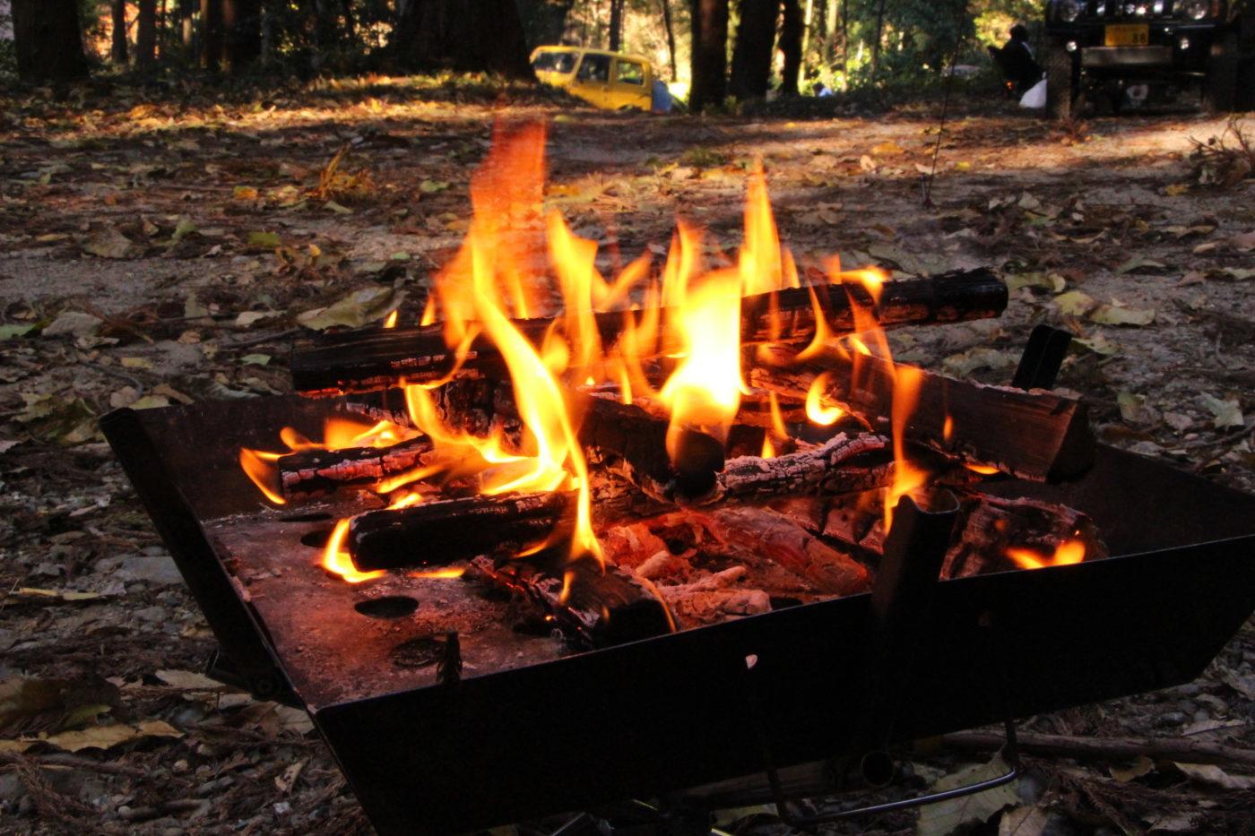 キャンプの魅力のひとつ【焚き火】の注意点まとめ