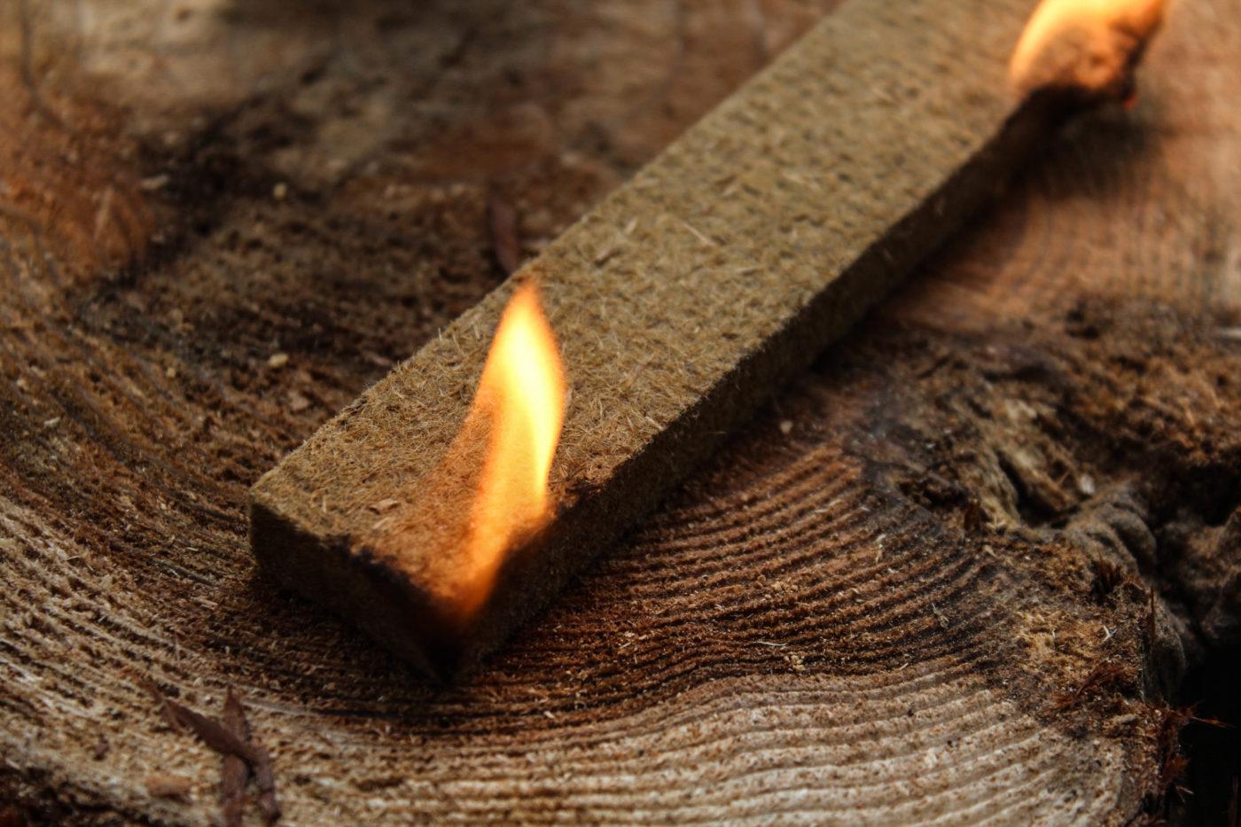 固形着火剤に火をつけた場合
