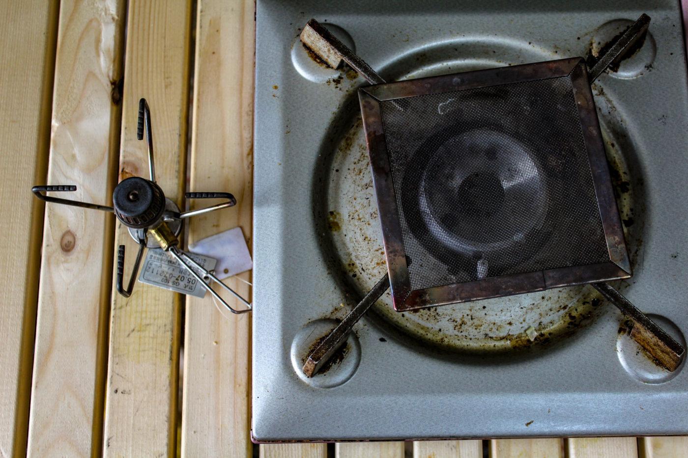 米を炊くのに使用したスノピのシングルバーナーとイワタニのカセットコンロ