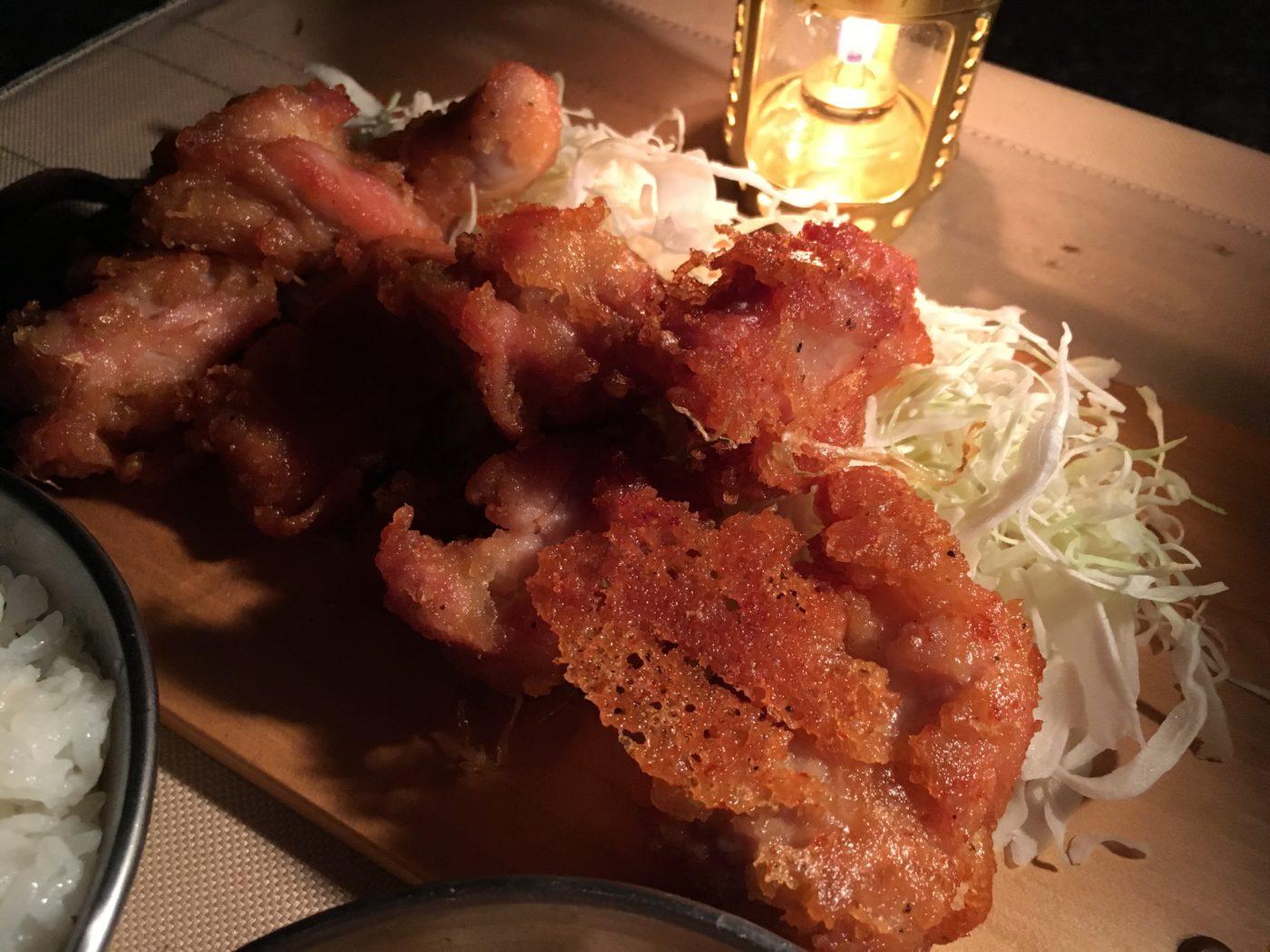 【キャンプ飯レシピ】キャンプの夕飯に唐揚げ定食豚汁変更