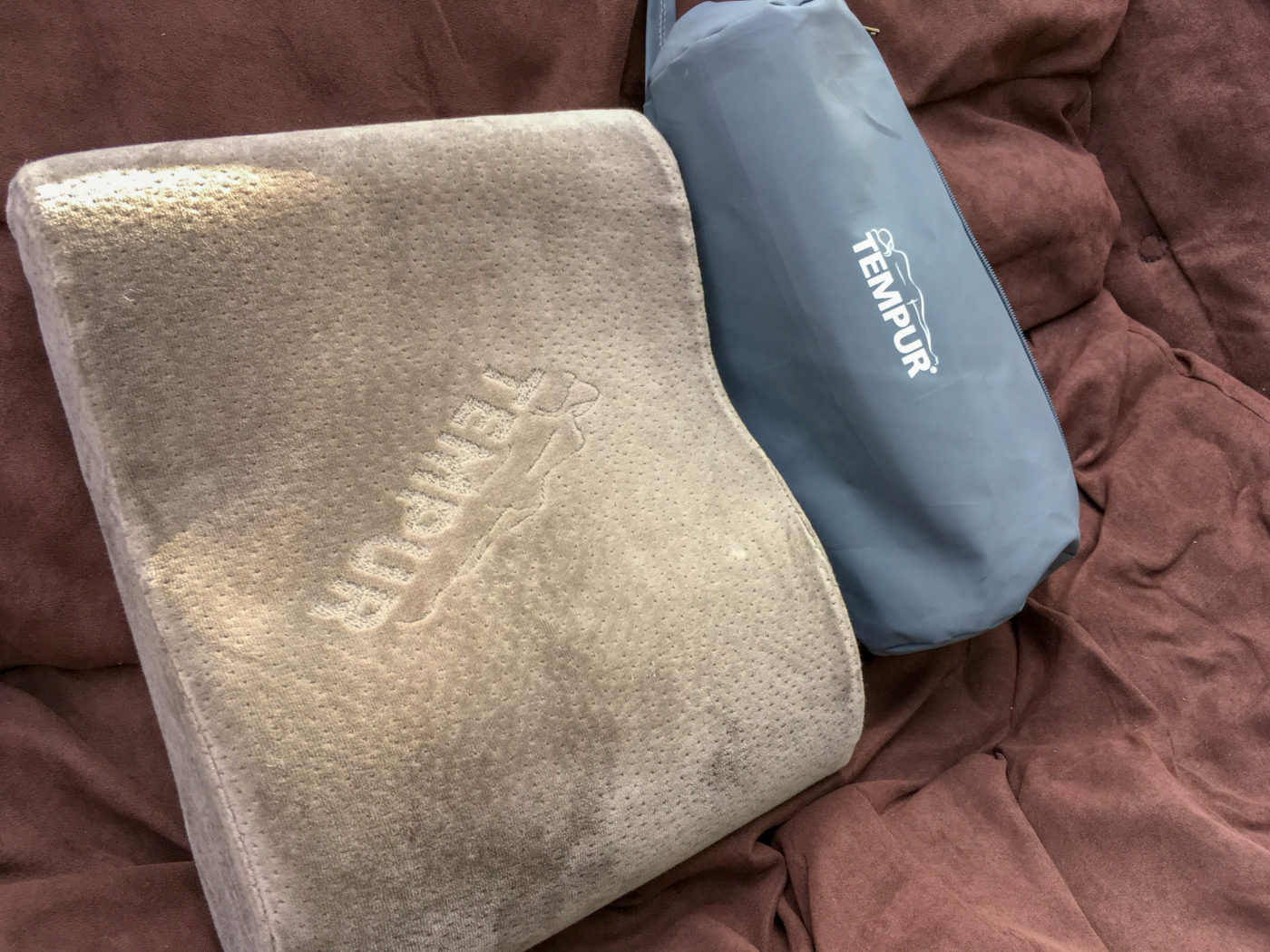 【キャンプ道具じゃないレビュー】テンピュールのトラベルピローがキャンプの枕にピッタリ過ぎてこれなしではもう寝れないレベル