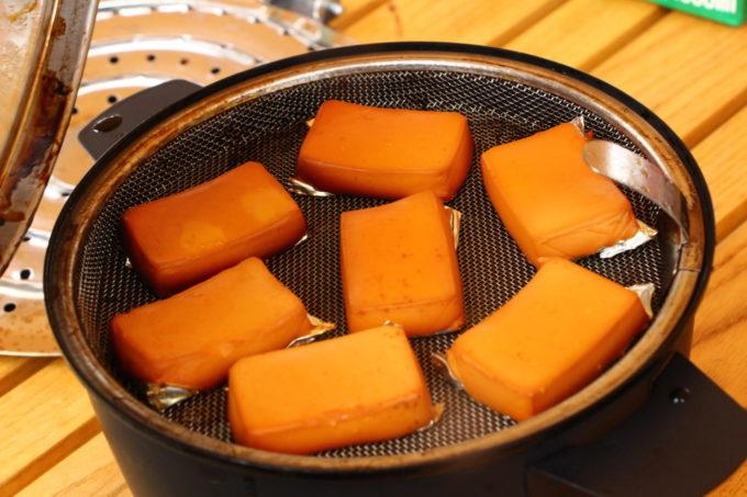 アペルカのテーブルトップスモーカーで作った燻製チーズ