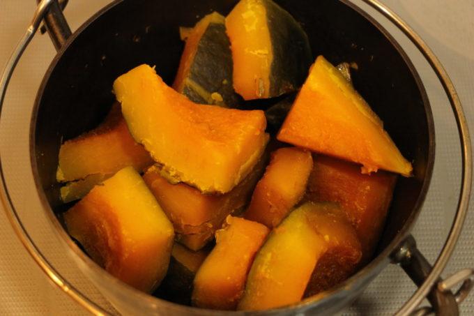 ダッチオーブンでかぼちゃの煮物