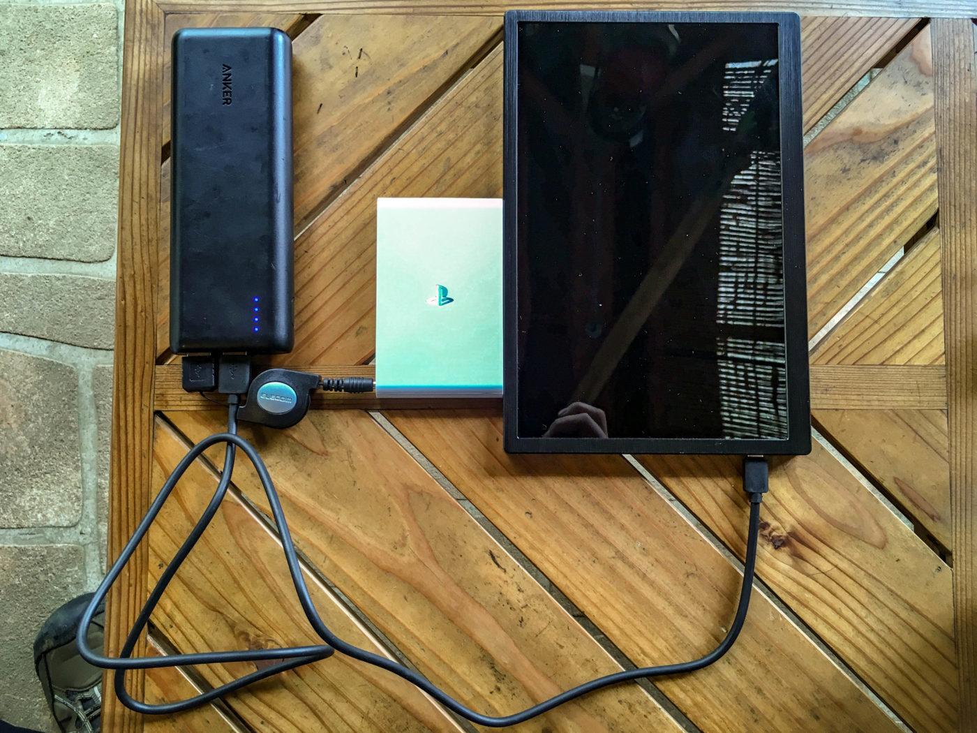次にモバイルディスプレイとモバイルバッテリーを接続
