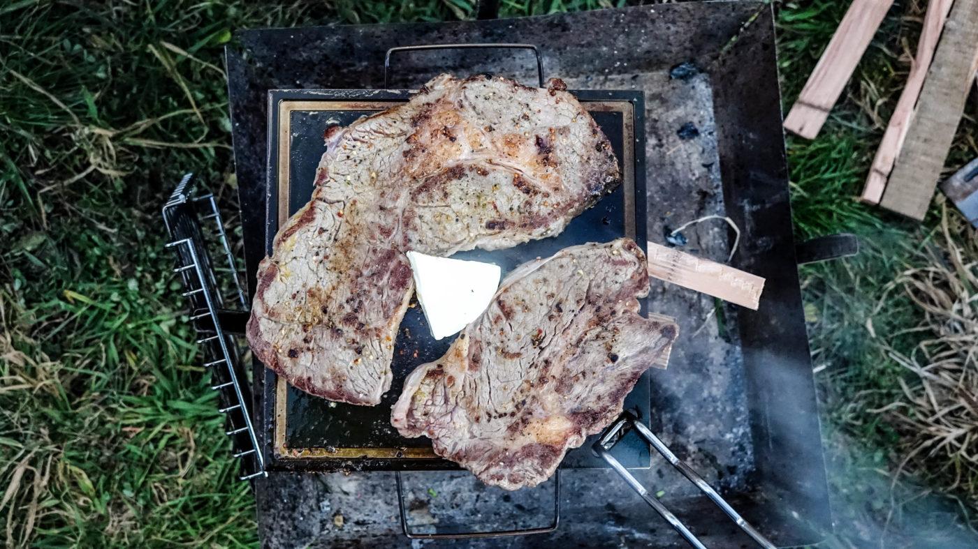 黒鉄は300gの大きいステーキ肉も余裕で焼けちゃう