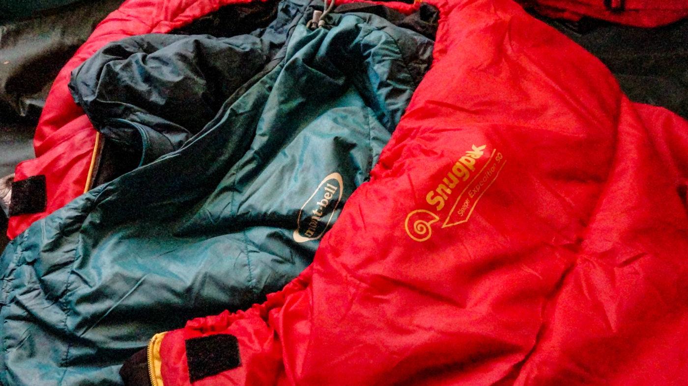 寝袋の中に寝袋を入れるのはキャンプの寒さ対策の常套手段