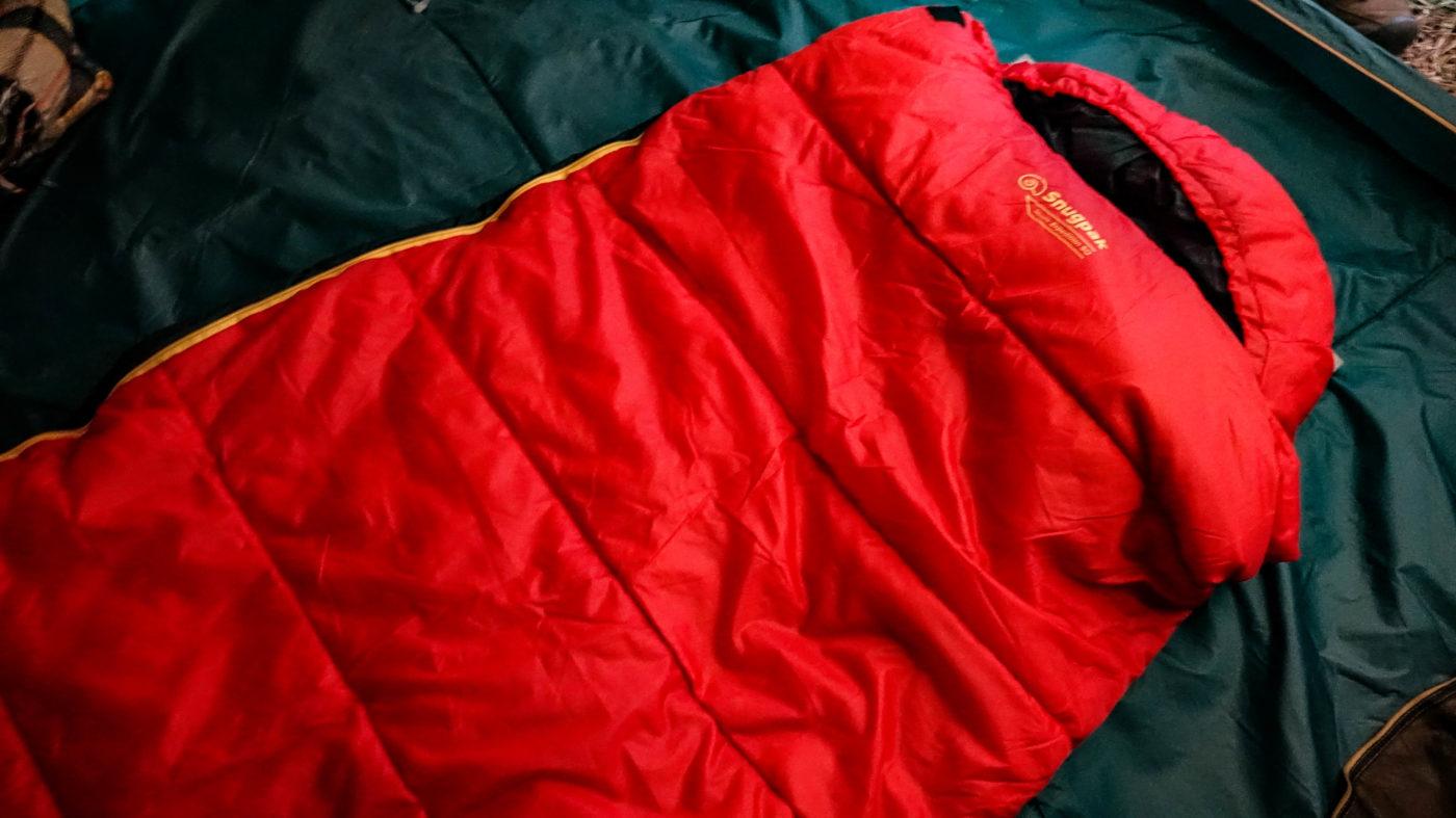 スナグパックの高コスパ寝袋スリーパーエクスペディションはちゃんとマミー型の頭周り
