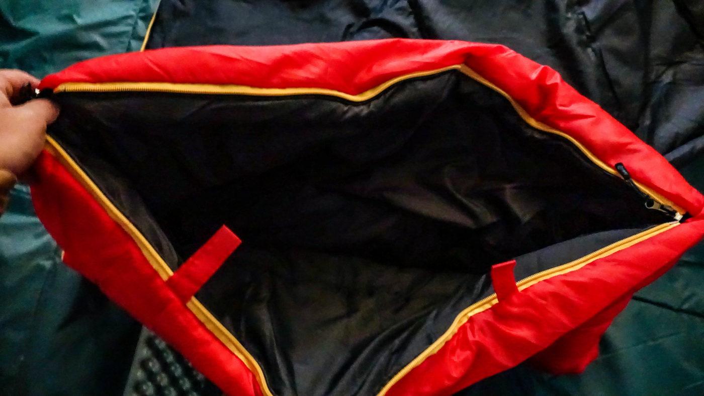 スナグパックの高コスパ寝袋スリーパーエクスペディションは足部分だけジッパーを開けることが出来る