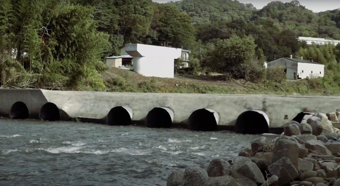 護岸工事をしている川も多く、ポーテージが必要な箇所は必ずある