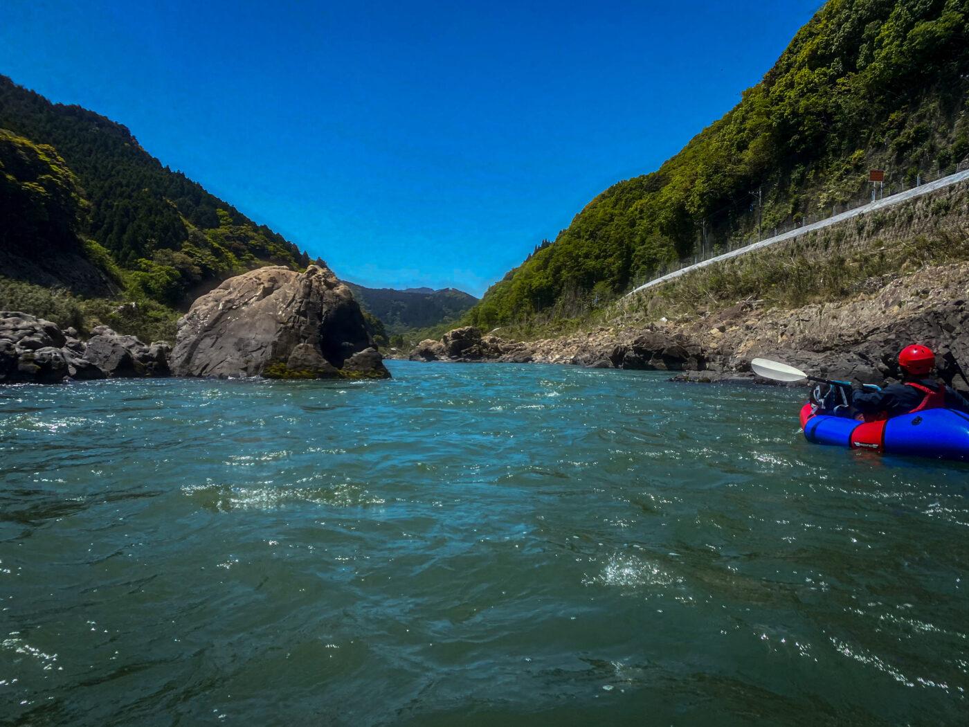 球磨川の大きめの瀬を通り過ぎたところ