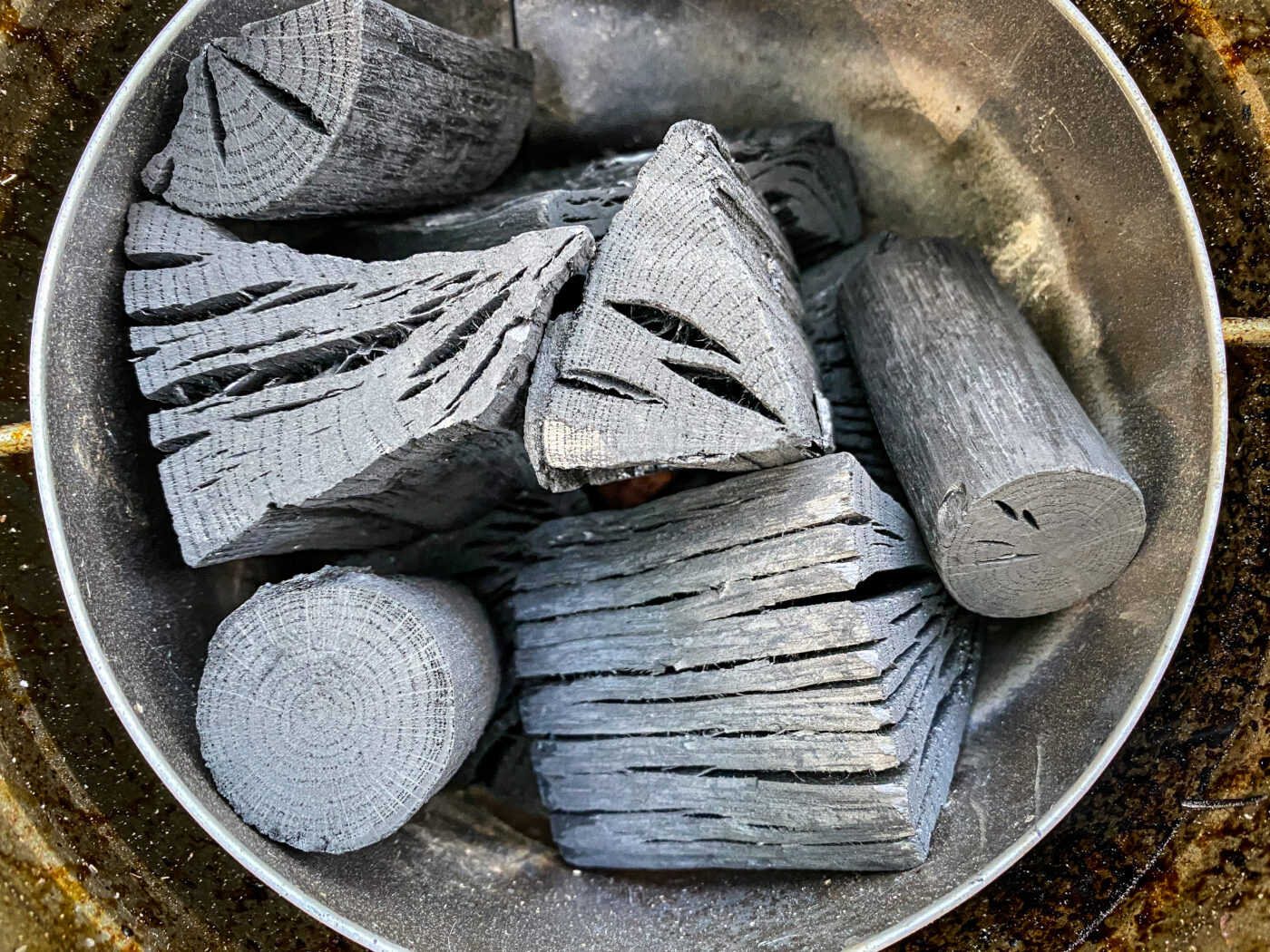 tab.マルチに使える缶ストーブの内部写真。2重構造で燃焼効率もよくとても使い勝手が良い。炭火を起こすのにも便利。